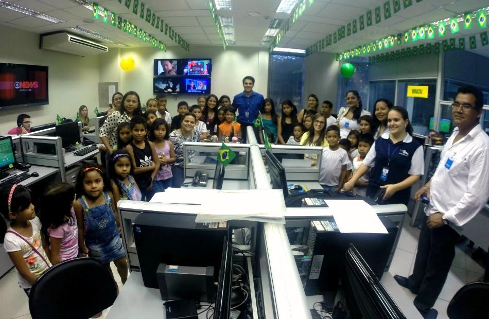 Crianças da Oca do Conhecimento Ambiental visitam a TV Amazonas (Foto: TV Amazonas)