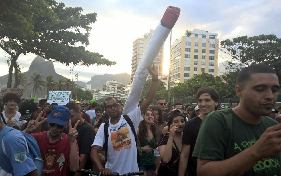 Ativistas na Marcha da Maconha em Ipanema (Foto: Carlos Brito/G1)