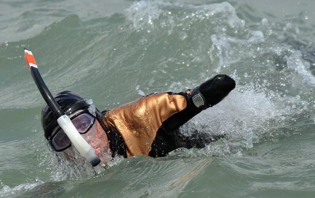 Philippe Croizon completa etapa de volta ao mundo  (Foto: AFP)