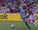 """Tony, lateral do Goiás, perde a cabeça, pratica MMA e faz o maior """"garrancho"""""""