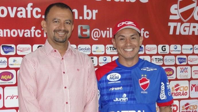 Ecival Martins e Moisés - Vila Nova (Foto: Comunicação / Vila Nova)