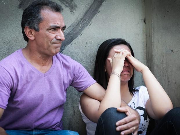 SÁBADO (27): São Paulo (SP) - Irmar Rodrigues Oliveira e a filha Ananda chegaram atrasados por causa do ônibus (Foto: Caio Kenji/G1)