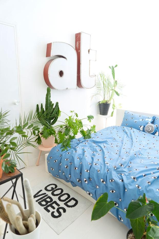 Não existe espaço proibido na hora de decorar com plantas. A área íntima pode (e deve) ganhar toques de verde também (Foto: Judith de Graaff | JOELIX.com)