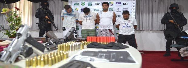 Suspeitos de explodir caixas eletrônicos foram trazidos para Sergipe  (Foto: Marina Fontenele/G1)