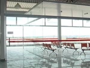 Sala de embarque do aeroporto de Divinópolis (Foto: TV Integração/Reprodução)