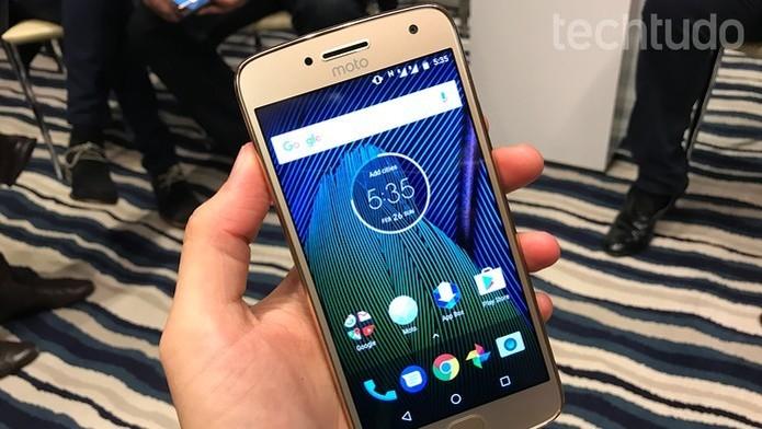 Moto G5 Plus já roda o Android 7.0 Nougat (Foto: Thássius Veloso/TechTudo)