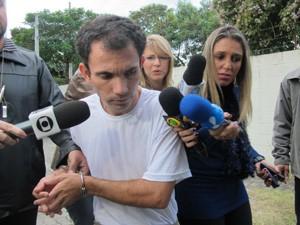Ananias negou que sua namorada tenha participado do crime (Foto: Caroline Hasselmann/G1)
