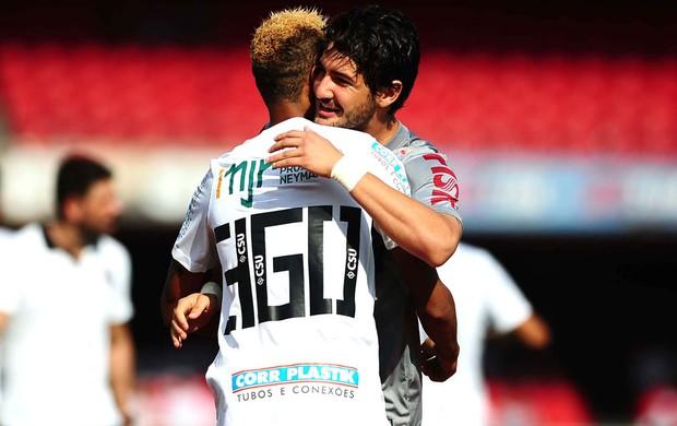Neymar e Pato no jogo entre Santos e Corinthians (Foto: Marcos Ribolli / Globoesporte.com)