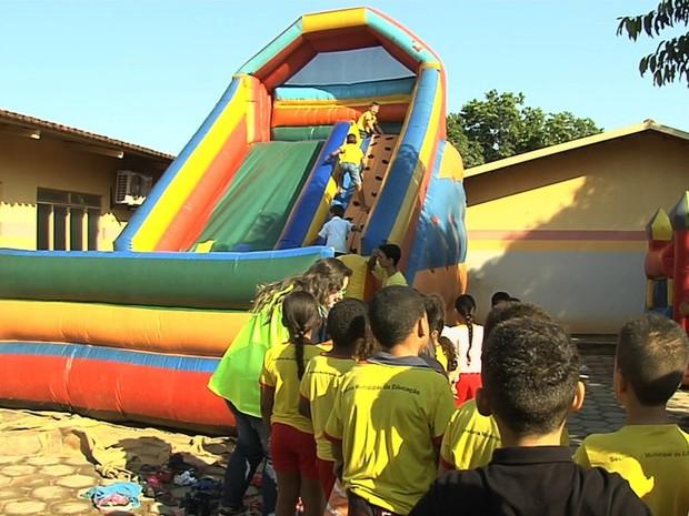 G1 - Após roubo de brinquedos em escola 8fc783d2e5b44