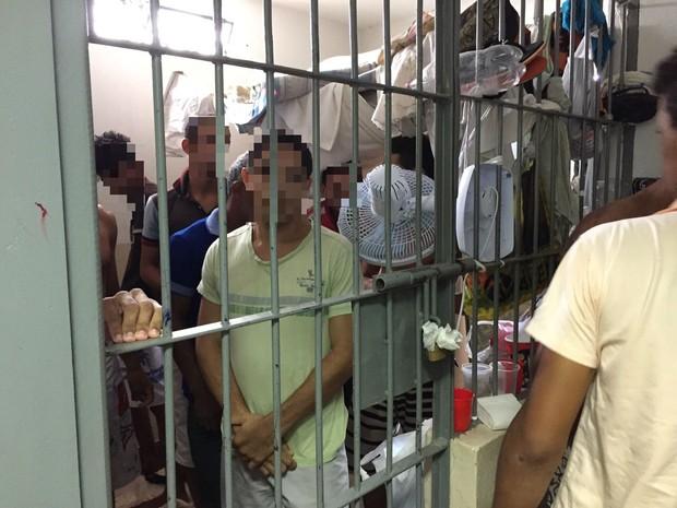 Cela de delegacia está sendo usada para abrigar presos provisórios (Foto: Divulgação/ OAB-TO)