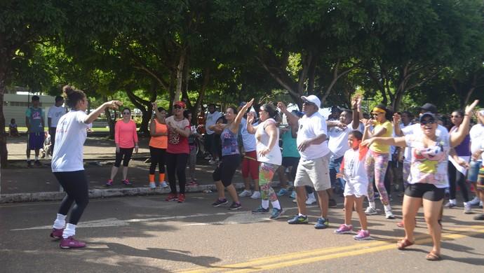 Projeto Esporte e Saúde na Rua foi realizado na manhã de domingo (19) (Foto: Jessica Alves/GE-AP)