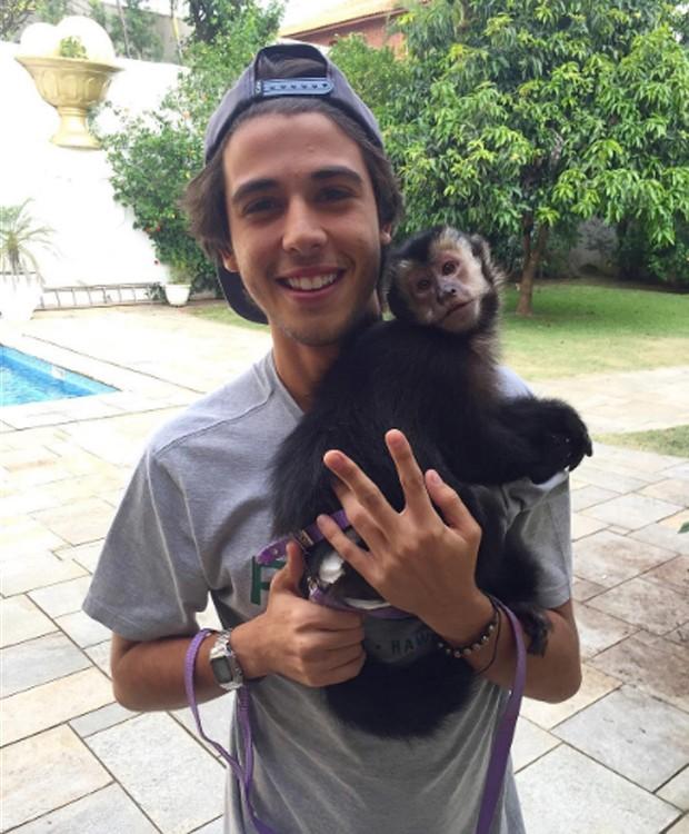No dia do encontro com Latino, Rafael chegou a conhecer Twelves, macaquinho de estimação do cantor (Foto: Reprodução/Instagram)
