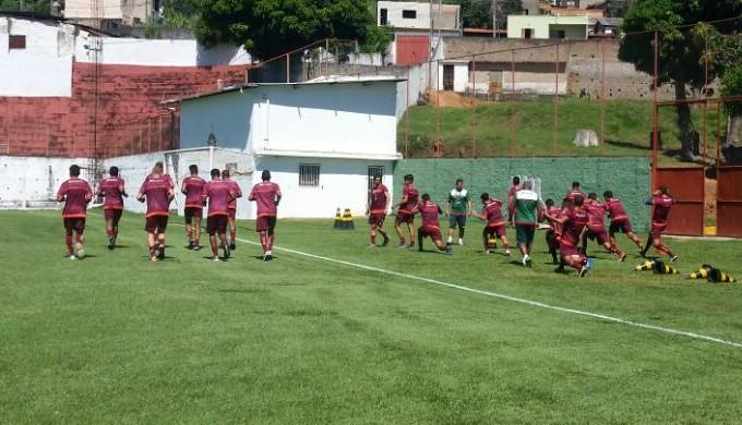 Goleiro Bruno é aguardado no CT do Boa Esporte, em Varginha (Foto: Régis Melo)