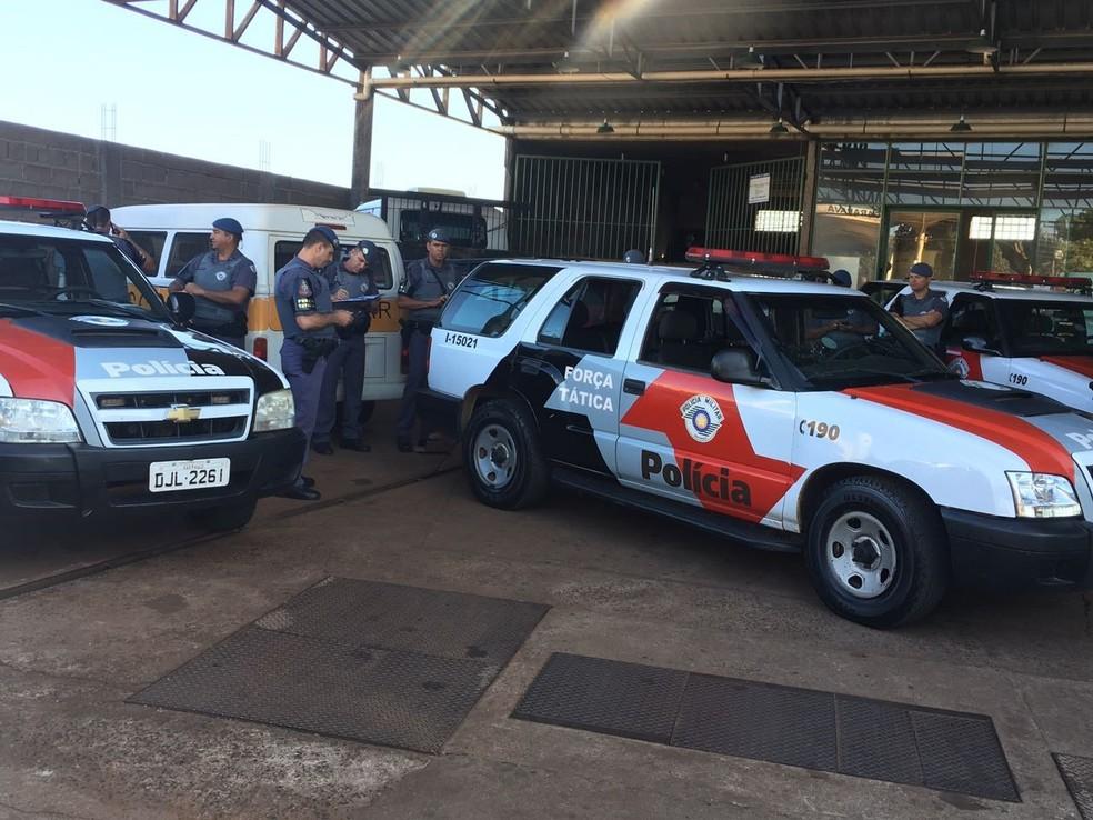 Equipes do Gaeco e da PM cumprem mandados de busca e apreensão em 32 endereços (Foto: Rádio Aliança/Divulgação)