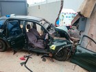 Carro bate em muro a caminho de hospital e 5 pessoas ficam feridas