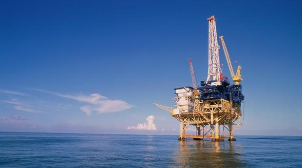 Países fecham acordo para congelar produção de petróleo