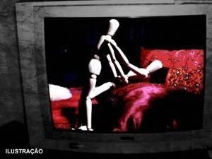 Casal foi surpreendido fazendo sexo em caixa eletrônico na Rússia (Foto: Ilustração/Arte G1)