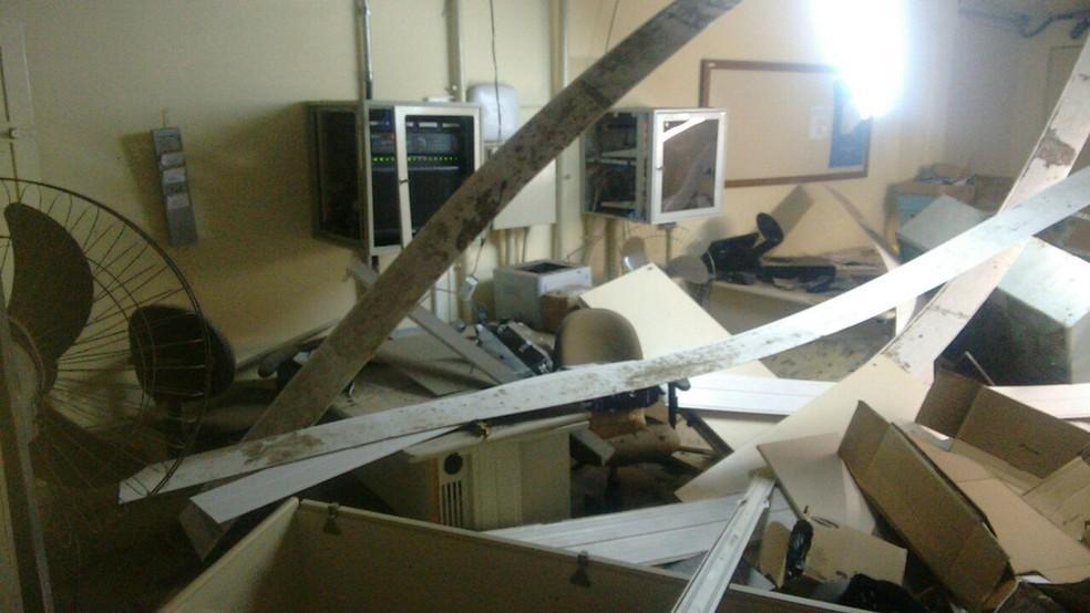 Criminosos explodiram cofre da agência dos Correios (Foto: Divulgação/Polícia Militar)