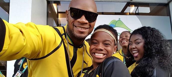 Megan Simmons e Asafa Powell cerimônia de abertura da Olimpíada no Maracanã (Foto: Twitter)