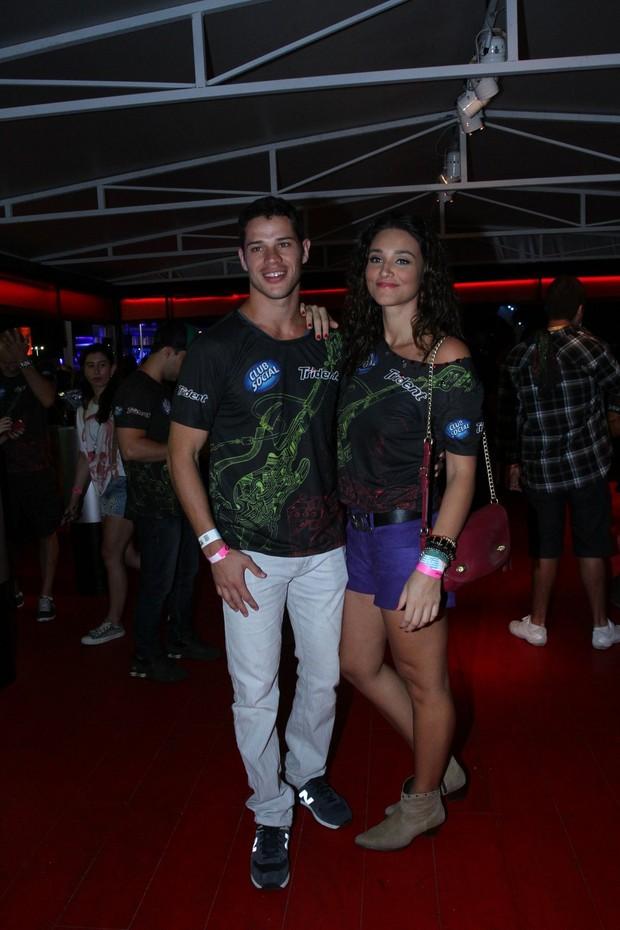 José Loreto e Débora Nascimento (Foto: Clayton Militão / Foto Rio News)