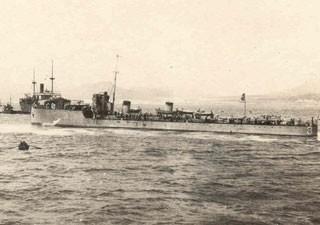 Contratorpedeiro Piauí em Gibraltar (Foto: Diretoria do Patrimônio Histórico e Documentação da Marinha)