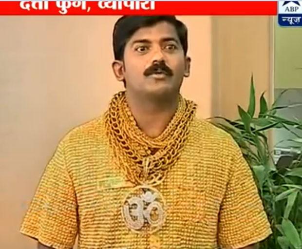 Datta Phuge gastou mais de R$ 465 mil para fazer camisa de ouro (Foto: Reprodução)