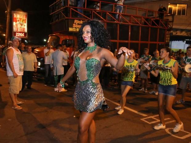 Camila Silva, rainha de bateria da Mocidade Independente de Padre Miguel, em ensaio da agremiação na Zona Norte do Rio (Foto: Daniel Pinheiro/ Ag. News)