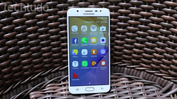 Galaxy J7 Prime tem bateria mais potente com 3.300 mAh (Foto: Aline Batista/TechTudo)