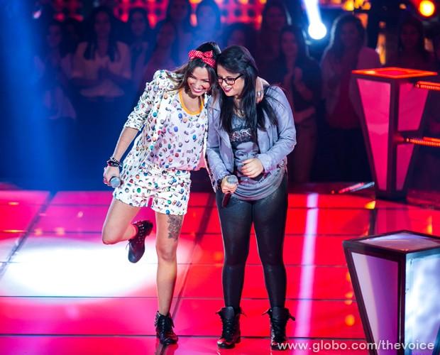 Gabriella Matos e Anne Marie no palco (Foto: Isabella Pinheiro/TV Globo)