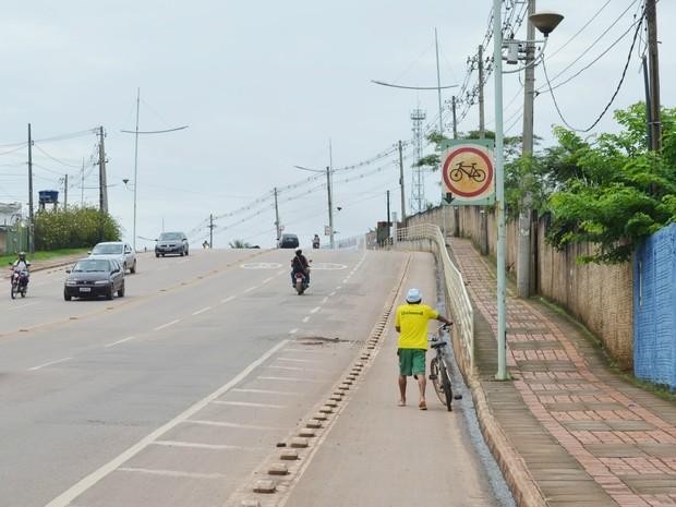Ciclovia na Avenida Ceará, em Rio Branco (Foto: Tácita Muniz/G1)