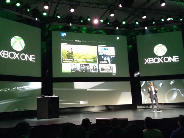 Yusuf Mehdi, vice presidente de negócios de entretenimento interativo da Microsoft, apresenta uma nova função do Xbox One. (Foto: Bruno Araújo/G1)