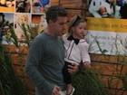 Luciano Huck leva a filha Eva para festa de aniversário no Rio