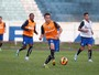 Luxa barra Cris e testa Bressan e Alex Telles em treino do Grmio