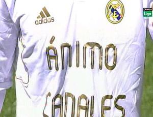 Real Madrid entra em campo com camisa em homenagem a Canales (Foto: Reprodução)