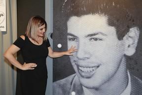 Mara Maravilha visita exposição Silvio Santos vem aí, no MIS (Foto: Rafael Cusato/EGO)