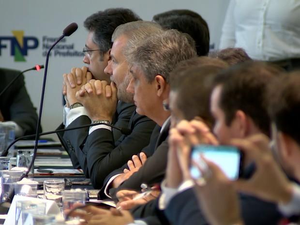 Prefeitos se reuniram para discutir a crise e as receitas das prefeituras, em Campinas (Foto: Vaner Santos / EPTV)