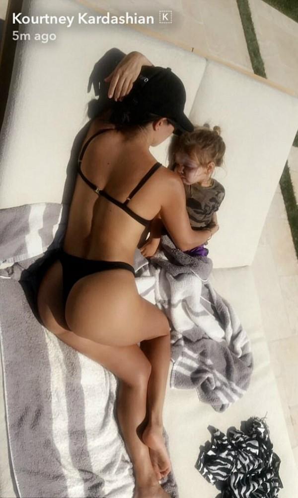 Kourtney Kardashian em clique no Snapchat (Foto: Reprodução/Snapchat)