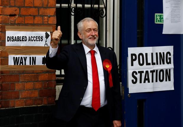 Jeremy Corbyn votando nesta quinta (Foto: Stefan Wermuth/Reuters)