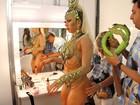 Andréa de Andrade exibe bumbum durinho em desfile da Vila Isabel