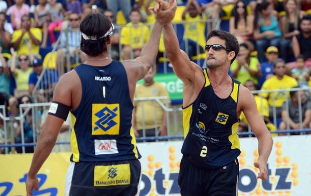 Ricardo e Pedro Cunha são campeões da etapa de Belo Horizonte do Circuito Brasileiro de vôlei de praia (Foto: Mauricio Kaye / CBV)