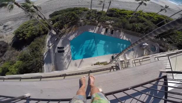 Pulo de piscina (Foto: Reprodução/Youtube)