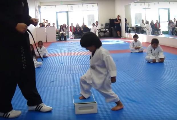 VÍDEO: Você nunca viu um lutador de Taekwondo tão fofo
