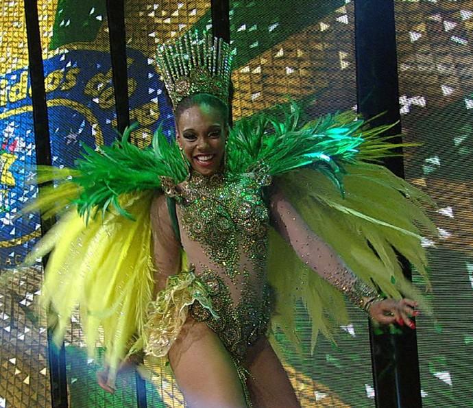 Stephanye Cristine é a rainha de bateria da Unidos do Peruche no Carnaval 2016 (Foto: Divulgação TV Globo)