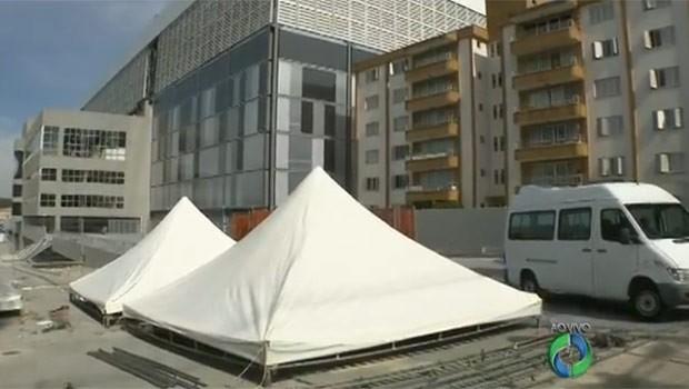 Arena entra na última fase de obras com muito a se fazer no exterior do estádio (Foto: Reprodução)