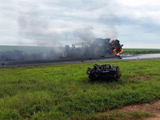 Acidente ocorreu na manhã desta terça-feira na BR-364 em Pedra Preta (Foto: Divulgação/PRF-MT)