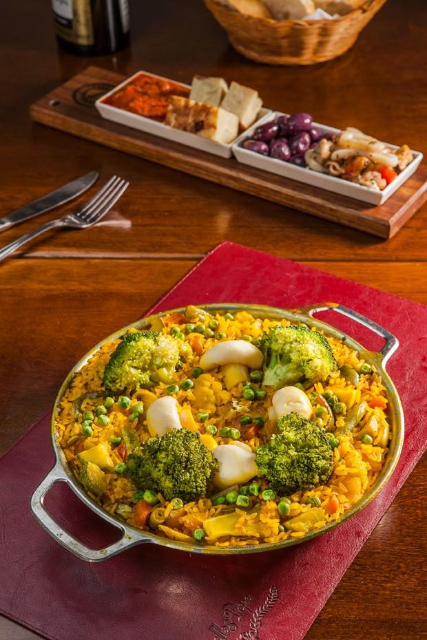 Receita de paella vegetariana para refeições mais leves