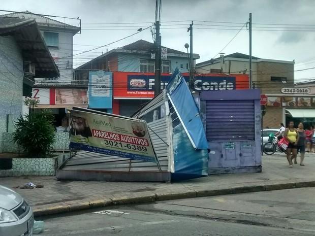 Moradores e comerciantes também foram afetados por conta da falta de luz (Foto: Cláudio Ferreira/Arquivo Pessoal)