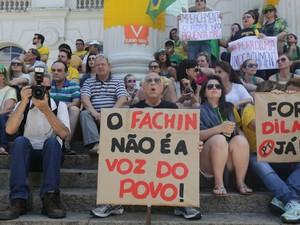 Ministro do STF Luiz Edson Fachin, que suspendeu tramitação do processo de impeachment, foi alvo dos manifestantes (Foto: Giuliano Gomes/PR PRESS)