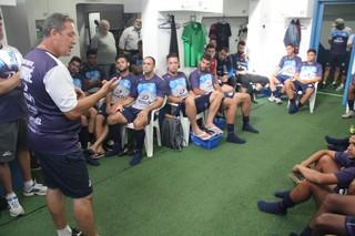 Técnico Leandro Machado é apresentado aos jogadores do Aimoré (Foto: Fernando Potrick / GAMA)