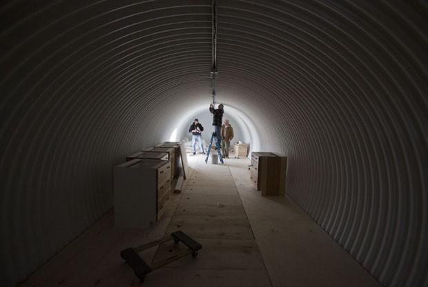 Funcionários finalizam um dos abrigos em Utah (Foto: Jim Urquhart/Reuters)